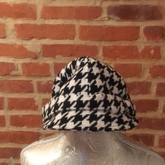 Bebe Accessories Knit Houndstooth Pattern Brim Hat With Button